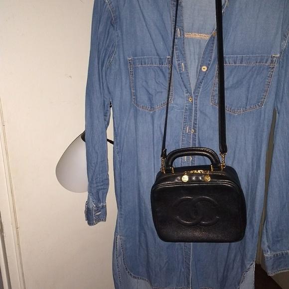 CHANEL Handbags - 🏵️Last Sale🏵️Chanel Vanity handbag 9bee2a33c54de